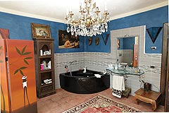 Luxury Country House for sale in the Piemonte region of Italy. - Bathroom