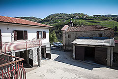 Traditional Italian Farmhouse for sale in Piemonte - Elevated position