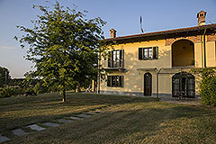 Country property for sale in Piemonte - Front garden area