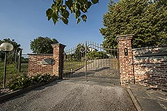 Country property for sale in Piemonte - Entrance to the driveway