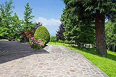 Luxury Property for sale in Piemonte Italy - Driveway