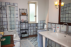 Luxury Property for sale in Piemonte Italy - Main House - Bathroom
