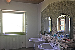 Italian farmhouse for sale in Piemonte - Bathroom