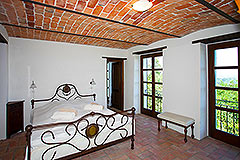 Luxury Property for sale in Piemonte Italy - Bedroom with vaulted ceiling