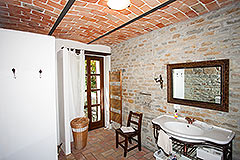 Luxury Property for sale in Piemonte Italy - Bathroom