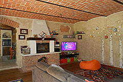 Restored Character House with Barn for sale in Piemonte - Dining area