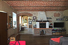 Restored Character House with Barn for sale in Piemonte - Living area
