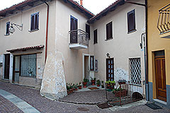 Haus in der angesehenen Stadt Serralunga d'Alba - Entrance