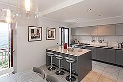 Haus in der angesehenen Stadt Serralunga d'Alba - High quality kitchen