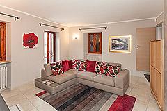 Village house in the prestigious town of Serralunga d'Alba - Living area