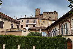 Haus in der angesehenen Stadt Serralunga d'Alba - Historic village location
