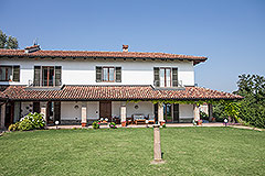 Prestigious Country Home for sale in Piemonte - Front garden area