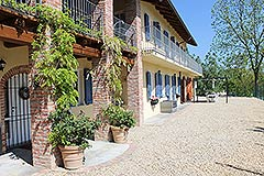 Country House for sale in Piemonte. - Courtyard