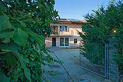 Country Home for sale in the Langhe region of Piemonte - Entrance