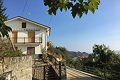 Italian Country Villa for sale in Piemonte - Detached Italian Villa in panoramic position, great price.