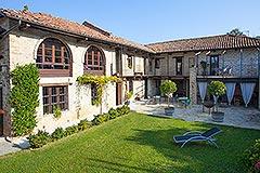 Luxuriöses Steinhaus zum Verkauf im Piemont. - Traditional L shape