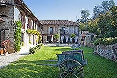 Luxuriöses Steinhaus zum Verkauf im Piemont. - Courtyard