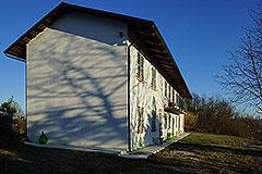 Italian farmhouse for sale in Piemonte - Side view