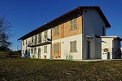Italian farmhouse for sale in Piemonte - Back view