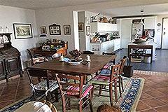 Italian farmhouse for sale in Piemonte - Spacious dining area