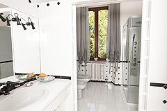 Country Estate for sale in Piemonte - Villa bathroom