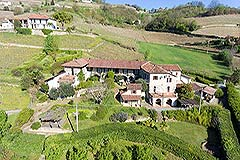 Country Estate with Vineyard and Swimming Pool - Tranquil position