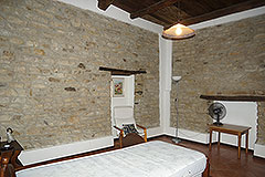 Tenuta di campagna con Vigneto e piscina. - Exposed stone walls