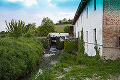 Storico mulino che risale al XVII secolo in vendita in Piemonte - Stream to the side of property
