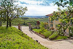 Country House for sale in the Langhe region of Piemonte - Entrance