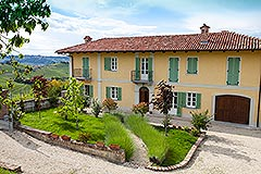 Country House for sale in the Langhe region of Piemonte - Courtyard