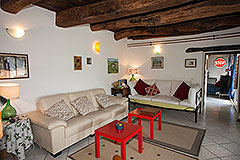 Langhe Stone House for sale in Piemonte. - Living area