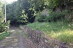 Langhe Stone House for sale in Piemonte. - Driveway