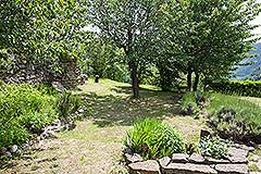 Langhe Stone House for sale in Piemonte. - Well maintained gardens
