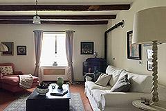 Luxuriöses Steinhaus mit Schwimmbad zum Verkauf im Piemont - Living area