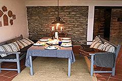 Luxuriöses Steinhaus mit Schwimmbad zum Verkauf im Piemont - Exposed stone walls