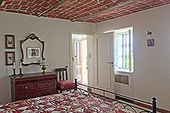 Luxuriöses Steinhaus mit Schwimmbad zum Verkauf im Piemont - Bedroom