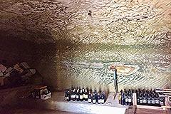 Luxuriöses Steinhaus mit Schwimmbad zum Verkauf im Piemont - Cantina