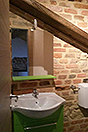 Due case di paese in vendita in Piemonte - Exposed brick bathroom