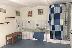 Italian Farmhouse for sale in Piemonte - Spacious Bathroom