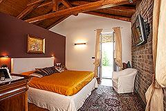 Luxusimmobilie zum Verkauf im Piemont. - Exposed wooden ceiling