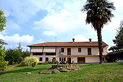 Character Country Home for sale in the Langhe Piemonte - Restored Country Home in highly sought after area with vineyard views
