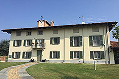 Luxury Property for sale in Piemonte - Luxury Property overlooking the UNESCO vineyard landscape and just minutes from the most delightful authentic Italian Village