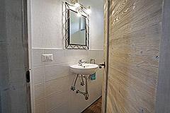 Restored Langhe Stone Farmhouse  in Piemonte - Bathroom
