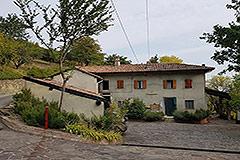 Italian Farmhouse for sale in Piemonte - Traditional L shape