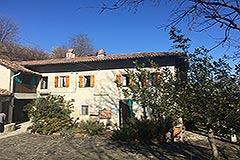 Italian Farmhouse for sale in Piemonte - Courtyard
