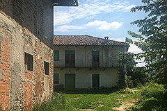Country Estate for restoration in Piemonte - farmhouse and barn