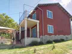 Landhaus zum Verkauf im Piemont - Side view
