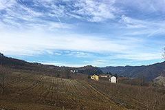 Teil restauriertes Steinbauernhaus mit Scheune zur Restaurierung, zum Verkauf im Piemont - Rural position