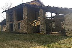 Part Restored Stone Farmhouse with Barn for restoration for sale in Piemonte - Stone barn