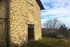 Teil restauriertes Steinbauernhaus mit Scheune zur Restaurierung, zum Verkauf im Piemont - Built from local stone
